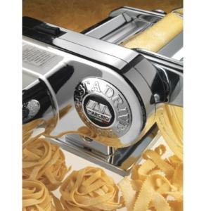 מכונת פסטה ביתית עם מנוע