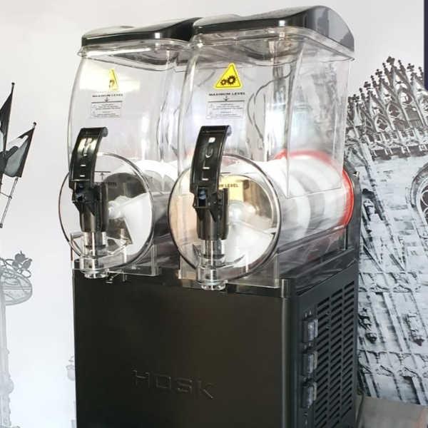 מכונת ברד בעלת 2 מיכלים – הנקודה החמה (1)